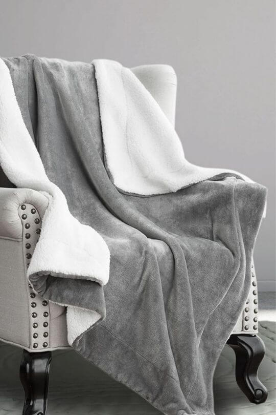 Bedsure Sherpa Decke grau Kuscheldecke zweiseitige Sofadecke, Couchdecke extra warm